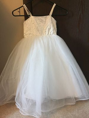 Adorable Flower Girl dress size 4-5 for Sale in Pittsburgh, PA