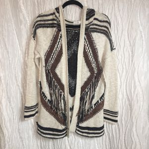 """Blu Pepper Sweater Cardigan Aztec Print Fringe Long Sleeve Size Small Loose casual fit 28"""" Long 19"""" pit to pit Good condition for Sale in Cumming, GA"""