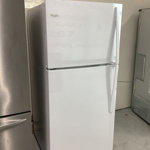 Whirlpool White Top Freezer Refrigerator for Sale in Pompano Beach, FL