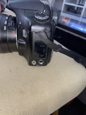 Canon EOS 30D , comes with battery charger & Memory Stick for Sale in Stockton, CA