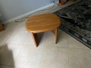 Oak End Table for Sale in Melbourne, FL