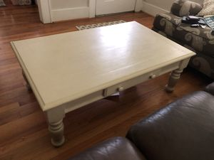 White coffee table and end table for Sale in Sugar Land, TX