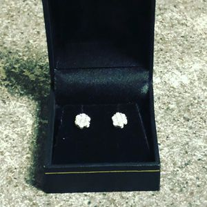 1/2 Karat Diamond Earrings for Sale in Lansdowne, PA