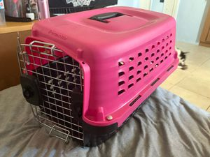 Barely used travel crate for dogs or cats for Sale in Lake Wales, FL