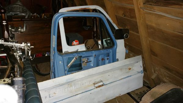 Chevy truck parts 1984 c10 2wd ,cab title,bed,doors