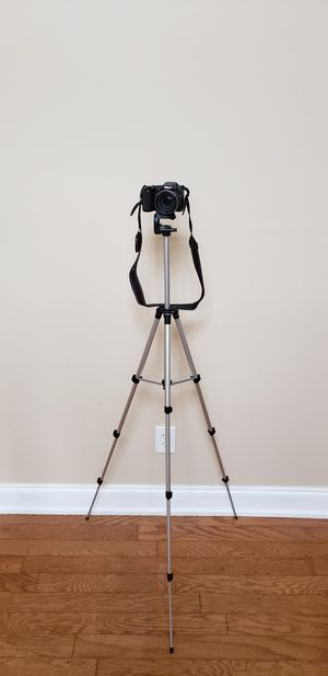 Nikon CoolPix L820 in good working condition tripod and 1gb SD card included for only $100 retail for is $150-$299 for Sale in Atlanta, GA