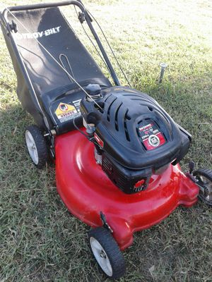 Lawn mower with bag runs great like new for Sale in Riverside, CA