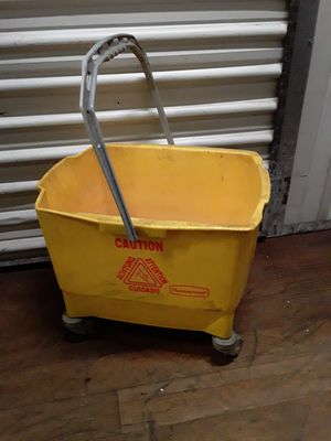 Mop bucket with wheels for Sale in Lincoln, RI