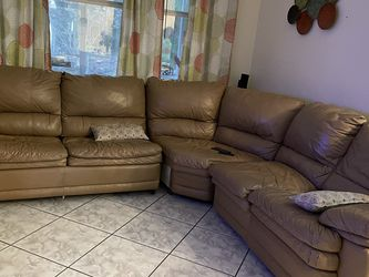 Leather Couch With Pull Out Bed for Sale in Tampa,  FL