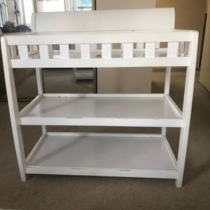 Delta Children Infant Changing Table with Pad, White for Sale in Fort Lauderdale, FL