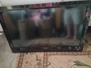 vizio 40 inch tv 1080p with wall mount for Sale in Hacienda Heights, CA