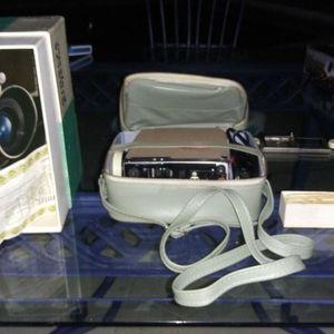 Vintage Minolta projector for Sale in Bonita Springs, FL