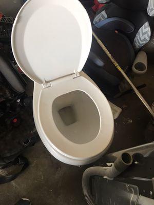 Lavadora Samsung y toilet la lavadora no exprime bien y toilet no tiene tanque $ por los dos for Sale in Tulsa, OK