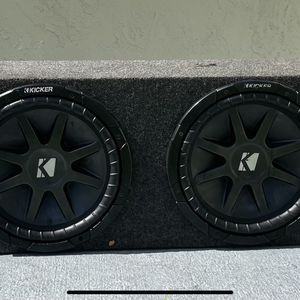 2 12s with CXA600.1 amplifier for Sale in Miami, FL