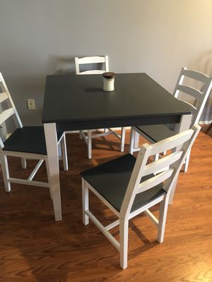 Square wood table n chairs for Sale in Woodbridge, VA