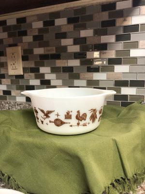 Pyrex Early American 2 1/2 Qt, 1 1/2 Quart, 1 1/2 Pint Round Casserole for Sale in San Antonio, TX
