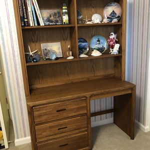Oak Veneer Desk for Sale in Silver Spring, MD
