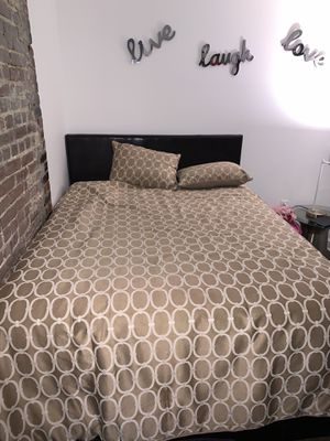 Full bed with spring and bed frame for Sale in Memphis, TN