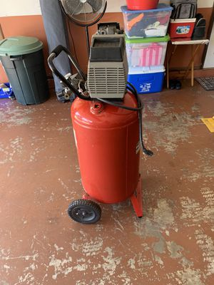 Air compressor 135 psi 25 gallons for Sale in Kissimmee, FL