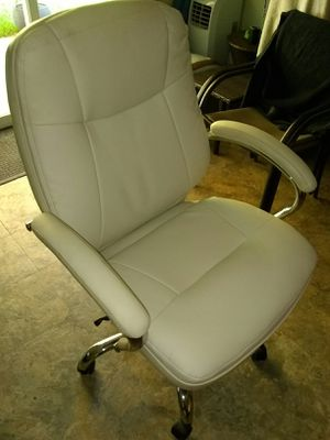 Large computer chair for Sale in Centerville, GA