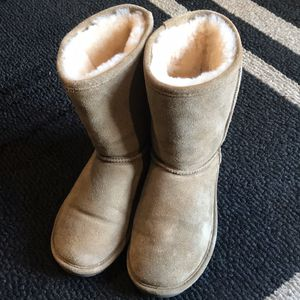 BEARPAW BOOTS for Sale in Howell Township, NJ