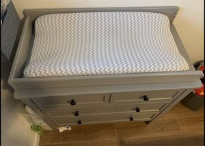 Delta Children 3-Drawer Dresser with changing table attachment for Sale in Staten Island, NY