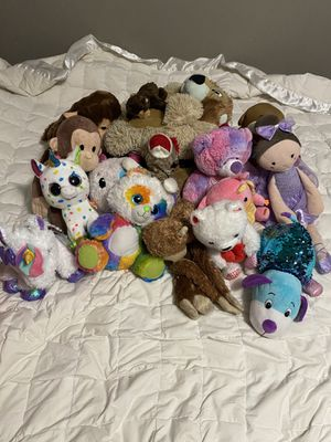 17 piece stuffed animal lot for Sale in Atlanta, GA