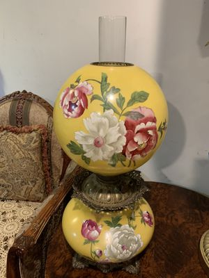 beautiful lamp for Sale in New Hyde Park, NY
