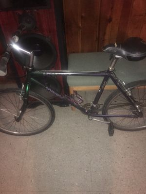 SINGLE TRACK TREK C9 $20 THE BIKE IS PERFECT THE ONLY PROBLEM I HAVE WITH THE BIKE IS THE PUMPING PUMPING AIR INTO THE TIRES IT TAKES A DIFFERENT for Sale in Washington, DC