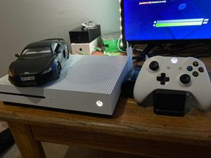 Xbox one s and recharging station for Sale in Phoenix, AZ