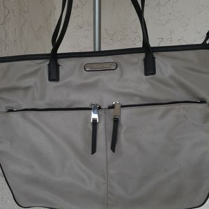 Michael Kors Hope Bag Black And Gray for Sale in Pompano Beach, FL