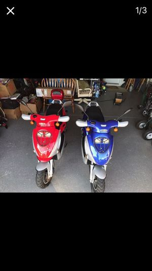 2016 Blue yumbo scooter for Sale in West Palm Beach, FL