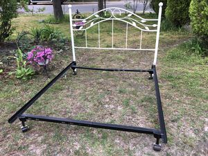 Queen size bed frame/ mint conditions for Sale in Lakewood Township, NJ