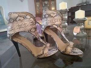 Beautiful Dress Heels for Sale in Parkdale, OH