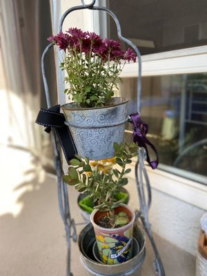 Steel triple hangers flowers included 3 steel pots. 15.00$ for Sale in Monterey Park, CA