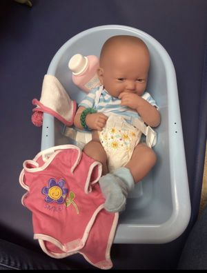 5 baby dolls with crib, bassinet, double stroller, bath tub, and more! for Sale for sale  Manalapan Township, NJ