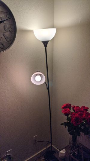 Floor lamp with bluetooth color changing bulbs for Sale in Camas, WA