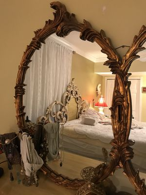 A beautiful antique mirror like new for Sale in Miami, FL