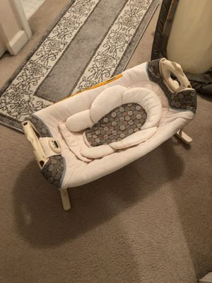 Rocking bed baby snuggle for Sale in Roswell, GA