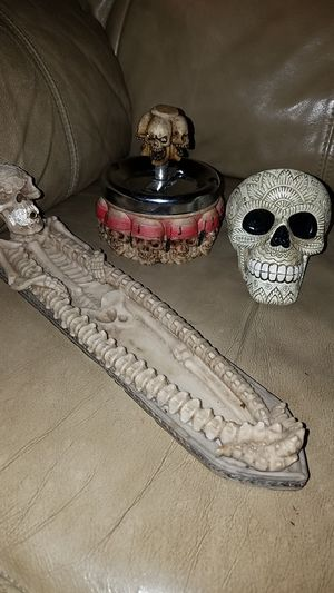 Skull bundle for Sale in Colton, CA