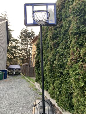 LIFETIME ADJUSTABLE PORTABLE BASKETBALL HOOP (48-INCH POLYCARBONATE) for Sale in Lynnwood, WA