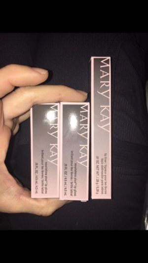 Mary Kay NouriShine Plus Lip Gloss Set of 2 & Lip Liner Lot for Sale in Renton, WA