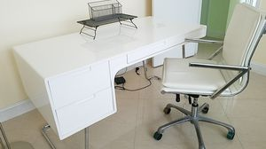 Desk with chair and organizer for Sale in Hollywood, FL