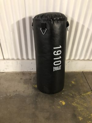 EVERLAST PUNCHING KICKING BAG - VERY HEAVY! for Sale in Lake Zurich, IL
