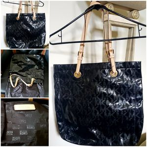 Michael Kors Women's Shoulder Bag for Sale in Mountlake Terrace, WA