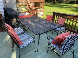 Patio table and chairs set for Sale in Lanham, MD