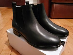 Women's Aldo Wicoeni in Black Chelsea Ankle boots. Size 8 for Sale in Chelsea, MA