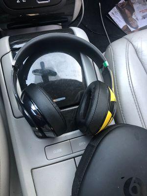 The beat headset studio for Sale in Garden Grove, CA
