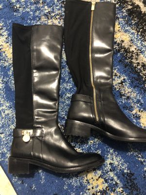 Micheal Kors 5 1/2 women boots 👢 worn for photo shoot (pick up in sunrise) for Sale in Fort Lauderdale, FL