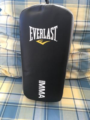 Punch/Kick Pad mitt muy Thai for Sale in Chaska, MN